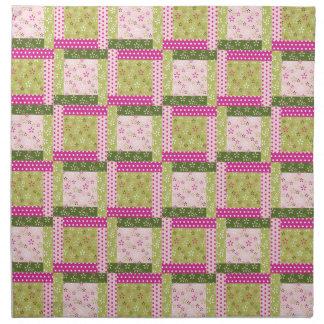 El remiendo verde rosado bonito ajusta el modelo d servilleta