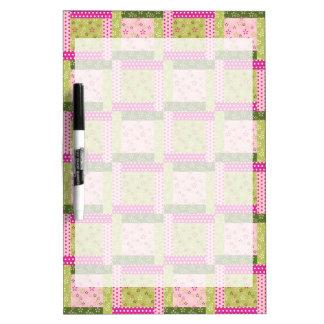 El remiendo verde rosado bonito ajusta el modelo d tablero blanco