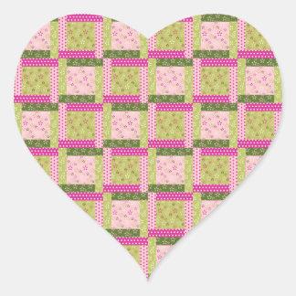 El remiendo verde rosado bonito ajusta el modelo pegatina en forma de corazón