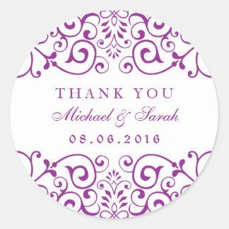 El remolino púrpura del vintage floral le agradece pegatina redonda