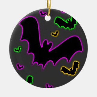 El resplandor del vampiro golpea el ornamento adorno redondo de cerámica