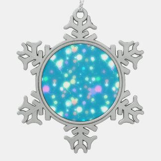 El resplandor ligero hincha diseño azul brillante adorno de peltre en forma de copo de nieve