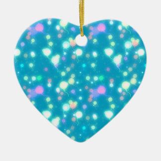 El resplandor ligero hincha diseño azul brillante adorno navideño de cerámica en forma de corazón