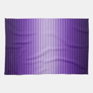 El resplandor púrpura raya las toallas de cocina