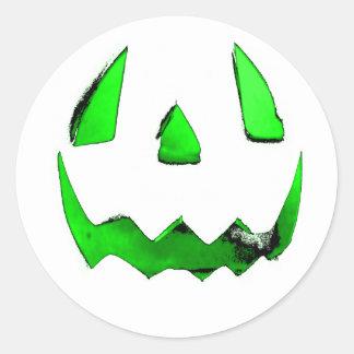El resplandor verde de neón Jack O'Lantern hace Pegatina Redonda