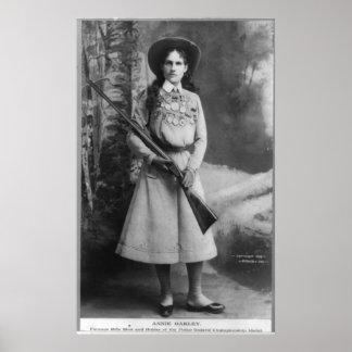 El retrato de Annie Phoebe llevado Oakley Ana Mose Póster