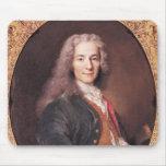 El retrato de Voltaire envejeció 23, 1728 Alfombrilla De Ratones