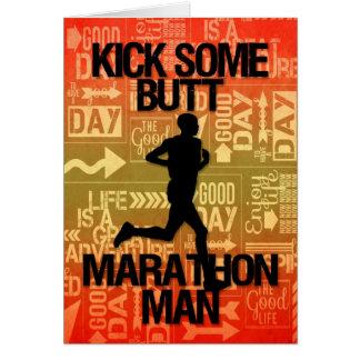 El retroceso del hombre del maratón de la buena su felicitación
