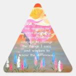 El rezo de la serenidad con la pintura del ángel pegatina triangular