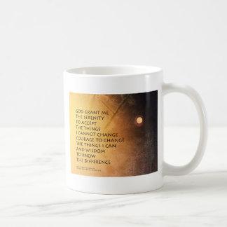 El rezo de la serenidad puede estar en la luna taza clásica