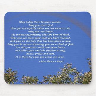 El rezo de St Theresa Tapete De Ratón
