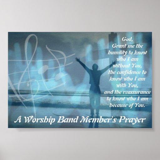 El rezo de un miembro de la banda de la adoración poster