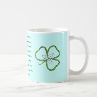 El rezo del trébol de St Patrick céltico irlandés  Tazas De Café