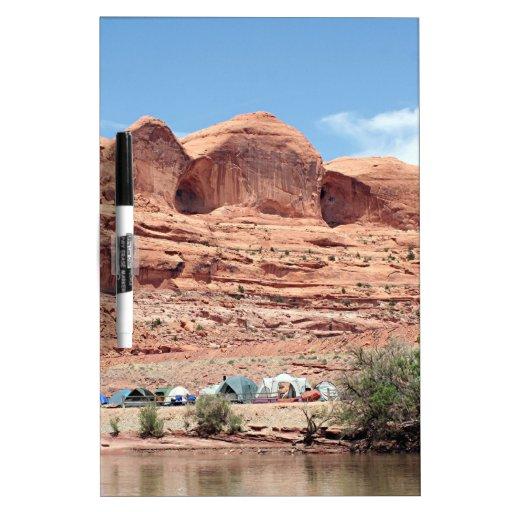 El río Colorado cerca de Moab, Utah, los E.E.U.U. Tablero Blanco