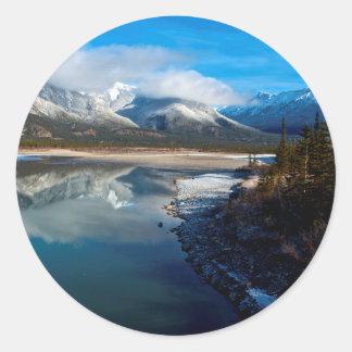 El río de Athabasca en parque nacional de jaspe Pegatina Redonda