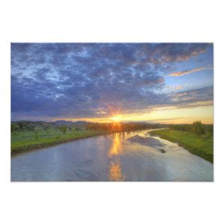 El río del polvo coge la luz pasada en Custer Fotografías
