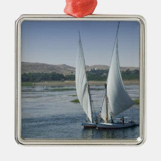 El río el Nilo y barcos de navegación usados como Ornatos