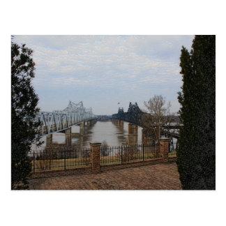El río Misisipi tiende un puente sobre la postal