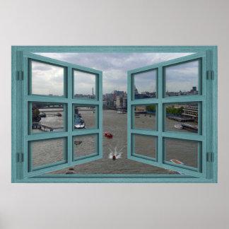 El río Támesis a través de un poster de la ventana