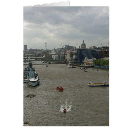 El río Támesis en Londres Inglaterra Tarjeta