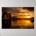 El río Tyne en la puesta del sol Póster