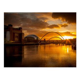 El río Tyne en la puesta del sol Tarjetas Postales