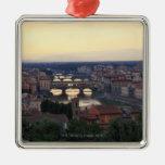 El río y el Ponte Vecchio de Arno en Florencia, Adornos