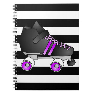 El rodillo Derby patina negro y púrpura Cuaderno