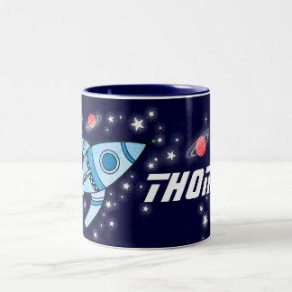 El rojo azul del cohete de espacio embroma la taza