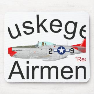 El rojo del aviador P-51 de Tuskegee ata el mustan Alfombrillas De Raton