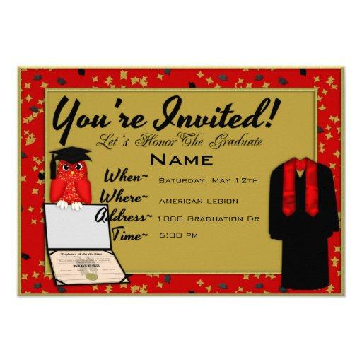 El rojo del vestido y de la estola de la graduació invitacion personalizada