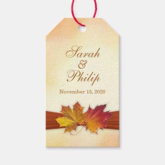 El rojo, el casarse de las hojas de otoño del oro etiquetas para regalos