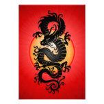 El rojo estalló el dragón chino invitaciones personalizada