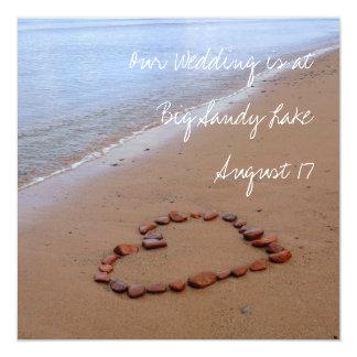 """El rojo oscila el corazón en la playa de Sandy Invitación 5.25"""" X 5.25"""""""