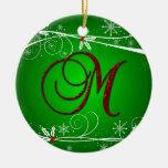 El rojo pone verde el ornamento inicial del navida adorno de reyes