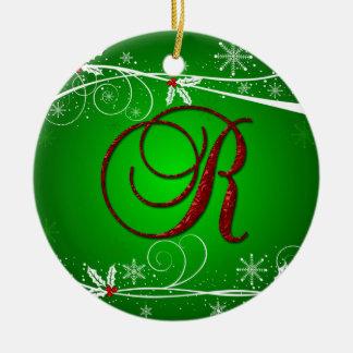 El rojo pone verde el ornamento inicial del navida ornamento de navidad