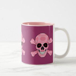El rojo rosado del camuflaje observa el cráneo y tazas