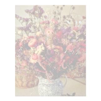 El rojo secado florece las flores plantilla de membrete