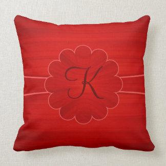El rojo texturizó la cinta personalizada cojín decorativo