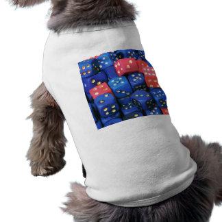 El rollo de un dado camisetas mascota