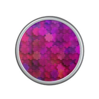 El rompecabezas cuadrado rosado y azul junta las altavoz bluetooth