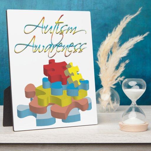 El rompecabezas de la conciencia del autismo junta placas para mostrar