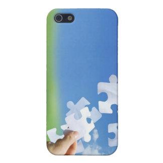 El rompecabezas junta las piezas de la cubierta de iPhone 5 carcasas