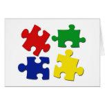 El rompecabezas junta las piezas de la tarjeta