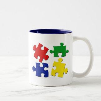 El rompecabezas junta las piezas de la taza