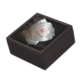 El rosa blanco - caja de recuerdo de calidad