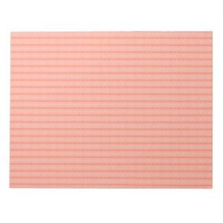 El rosa de color salmón abstracto raya el modelo libreta para notas