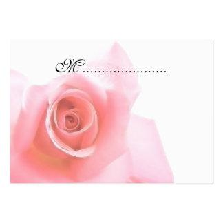 El rosa de la tarjeta del asiento de la tabla tarjetas de visita grandes