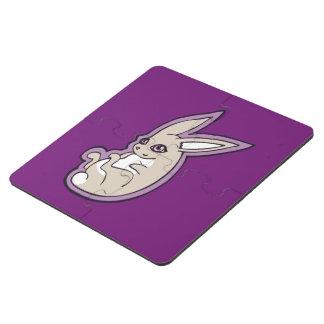 El rosa feliz del conejo de la lavanda observa posavasos de puzzle