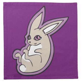 El rosa feliz del conejo de la lavanda observa servilleta